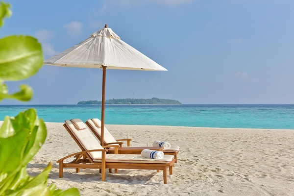 milaidhoo maldives - teak beach furniture